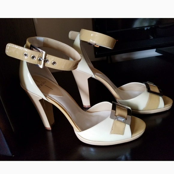 f7315351c4b Brand new Paola Brielle patent heeled sandals Sz.7